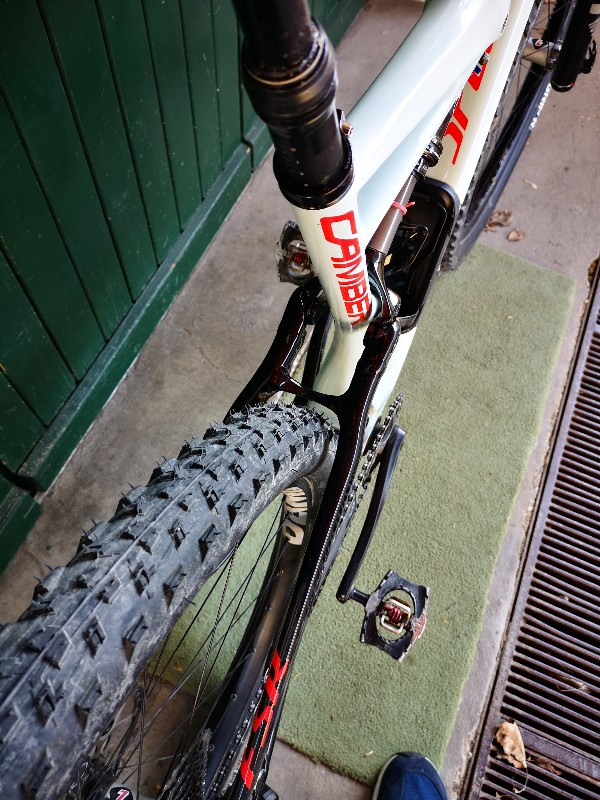 Specialized - CAMBER CARBON COMP 29